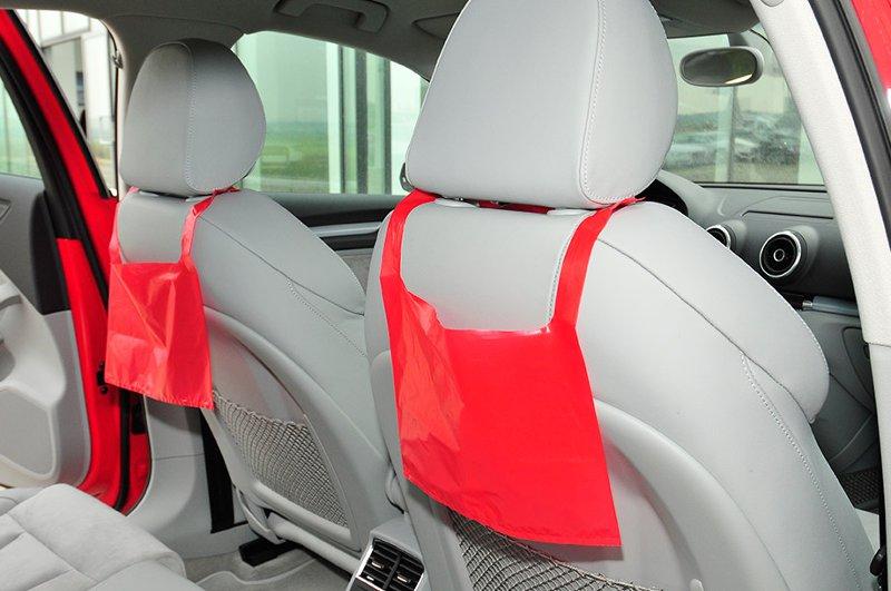 Пакеты для мусора в автомобиле красные